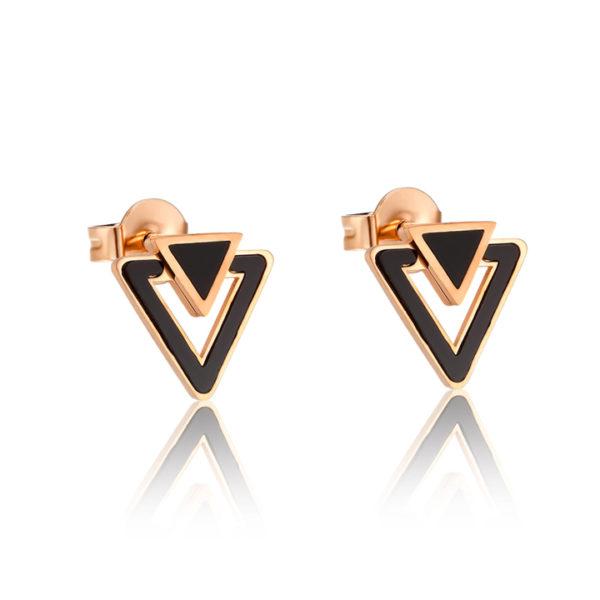 CSj chuyên bán bỏ sỉ Bông tai titan tam giác mạ vàng hồng , vàng 14k cẩm xà cừ đen sang trọng giá rẻ tại CSJ, hoa tai titan hình tam giác màu vàng phong cách Hàn quốc.