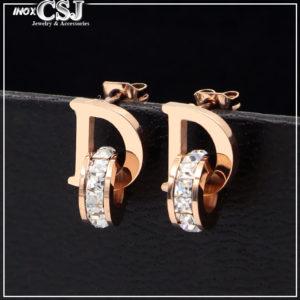 Bông tai titan chữ D thương hiệu Dior mạ vàng hồng đẹp gái rẻ, cử hàng trang sức titan CSJ chuyên cung cấp sỉ bán bỏ sỉ bông tai titan thời trang Hàn Quốc đẹp giá rẻ nhất HCm