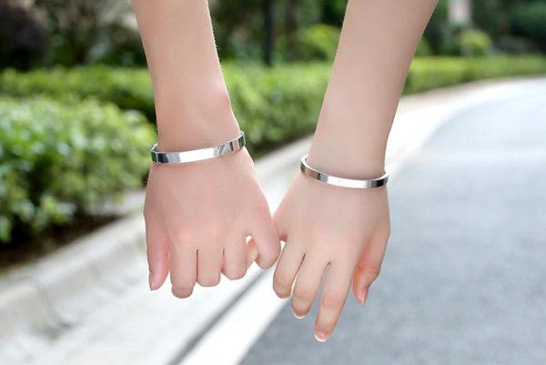 Vòng tay cặp đôi titan kiểu hở đẹp giá rẻ