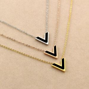 Dây chuyền titan chữ V thời trang VL Louis-Vuitton