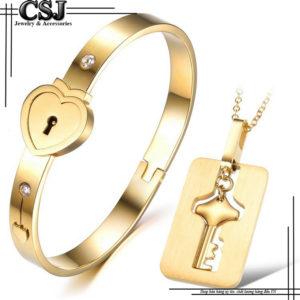 bộ trang sức cặp titan gồm vòng ổ khóa và dây chuyền chìa khóa