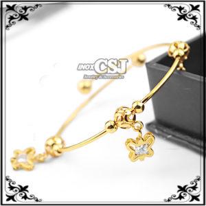 vòng tay nữ inox hình con bướm mạ vàng