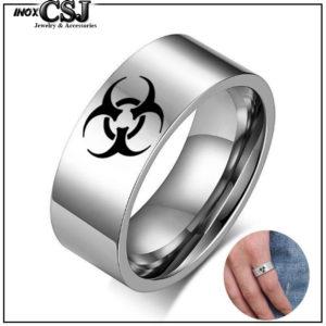 Nhẫn inox khắc biểu tượng chất độc bảng to 8ly
