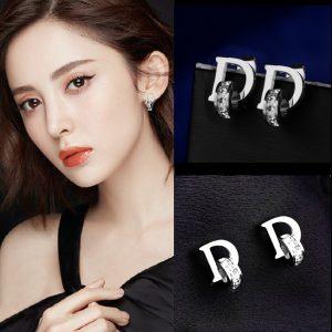 Bông tai chữ D, hoa tai dior thời trang Hàn quốc màu trắng
