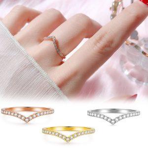 Nhẫn titan kiểu chữ V đính đá tinh xảo Hàn Quốc
