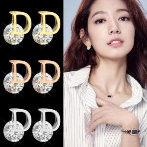 Bông tai nữ titan chữ D thời trang Dior