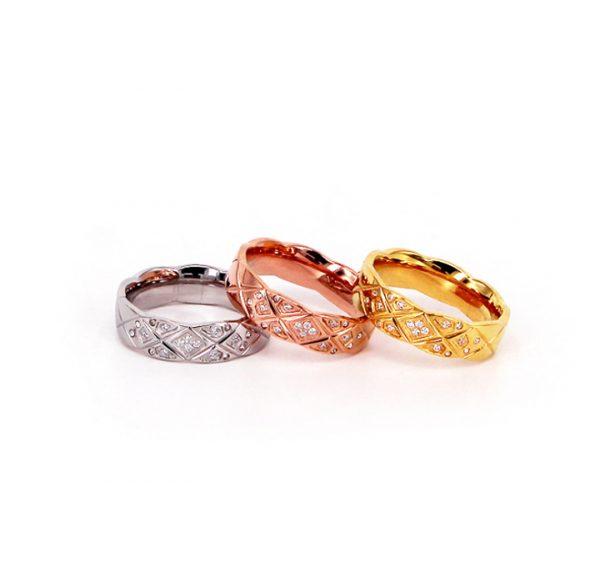 Nhẫn titan cắt hình kim cương đính đá